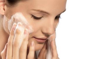 limpar a pele antes da maquiagem