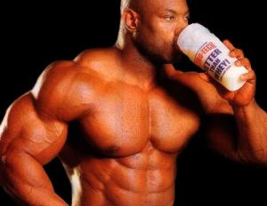 atleta consumindo suplementos alimentares
