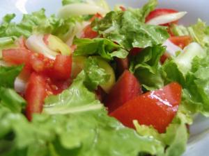 salada de alface com tomate ajuda a emagrecer