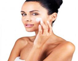 cuidados com a pele do rosto no verão