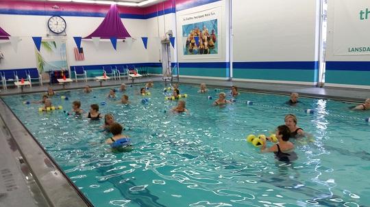 hidroginástica exercícios na água fazem bem para saúde