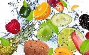 frutas imersas dentro da água