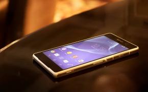Telefones celulares colocados em cima da mesa