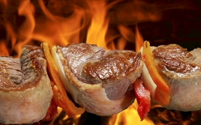 Carnes vermelhas no churrasco tradicional