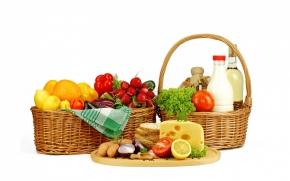 Nutrição esportiva cesta com frutas verduras e legumes