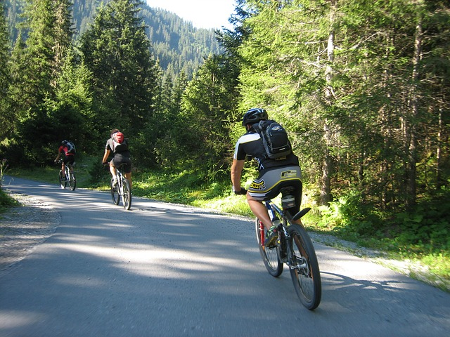 benefícios de andar de bicicleta para a saúde e meio ambiente