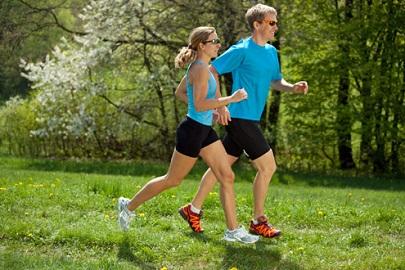 Correr e caminhar são exercícios físicos para diabéticos e hipertensos