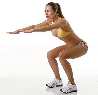 Exercícios funcionais em casa incluem agachamentos