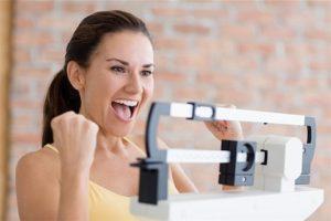 Mulher consegue emagrecer rapidamente em casa