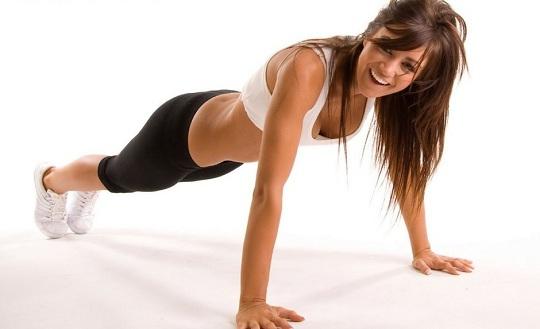 flexão de braços faz parte dos 4 minutos de exercícios físicos diários