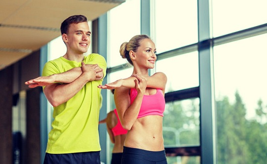 dores musculares alongar antes e depois dos treinos